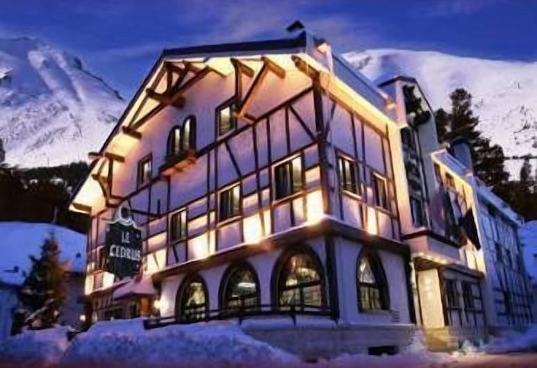 Le Cedrus Hotel, Al Arz, Hotelfassade am Abend/bei Nacht