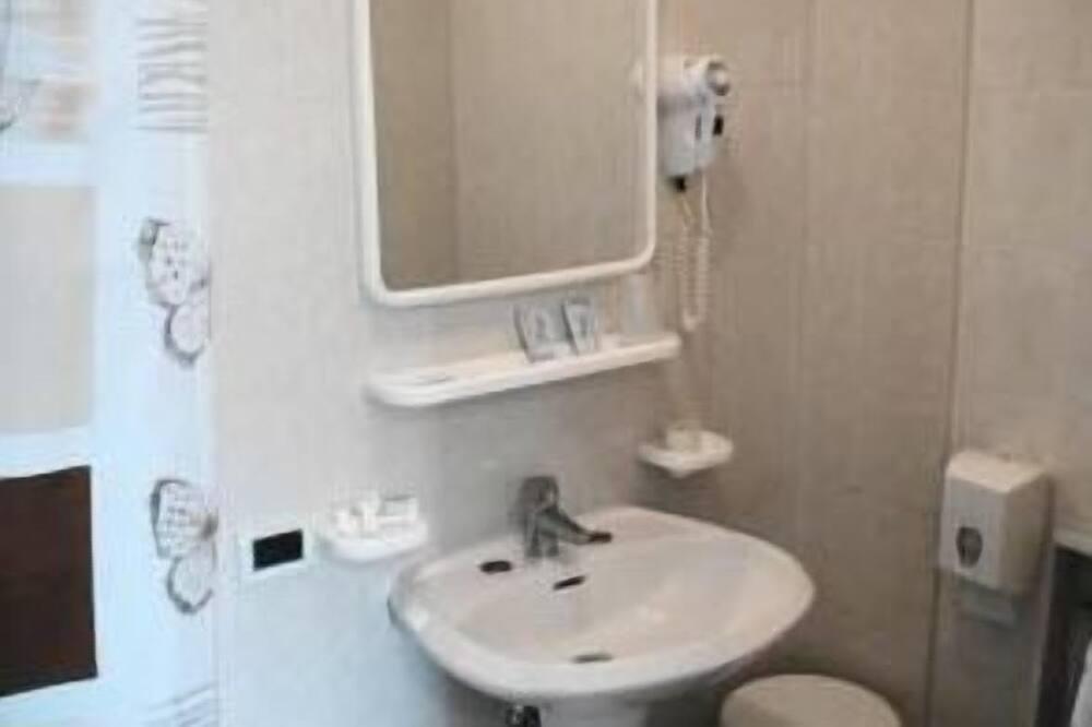 Economy-Zweibettzimmer, 2Einzelbetten - Badezimmer