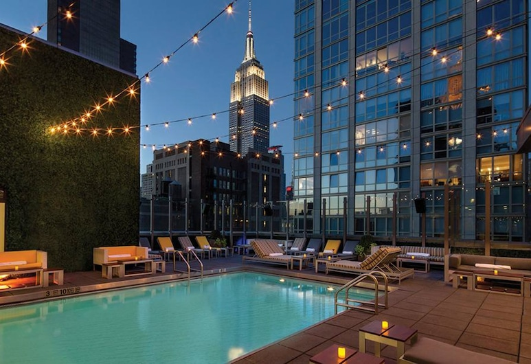 Royalton Park Avenue, Nova York, Piscina no terraço