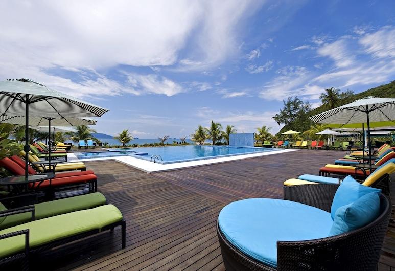 Sari Pacifica Resort & Spa Sibu Island, Ilha Sibu, Piscina Exterior