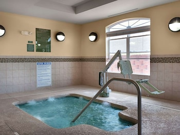 Picture of Country Inn & Suites by Radisson, Concord (Kannapolis), NC in Concord