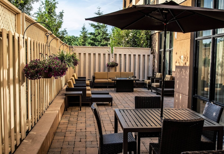 Courtyard by Marriott Kingston Highway 401/Division Street, Kingston, Terassi/patio