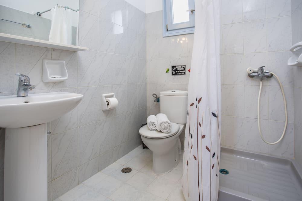 Comfort Double or Twin Room, Kitchenette, Courtyard View - Bathroom
