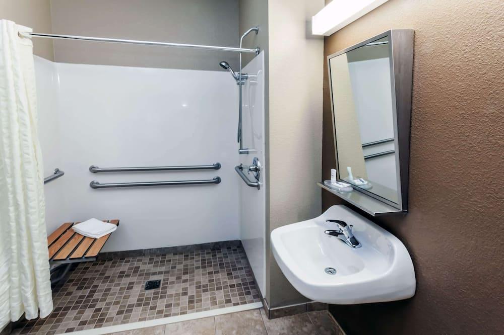Studio Suite, 1 Queen Bed, Accessible, Non Smoking - Bathroom