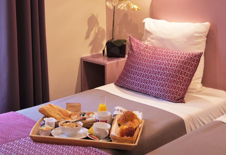 Pink Hotel, Paris, Twin Room, Guest Room