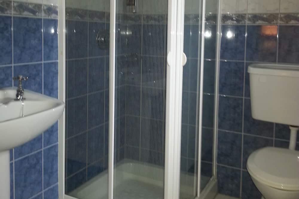 Family Room - Bathroom Amenities