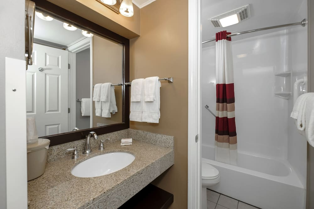 Suite, 2 Queen Beds (Smoke Free) - Bathroom