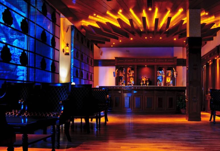 Mastiff Grand Manali by OTHPL, Manali, Hotel Lounge