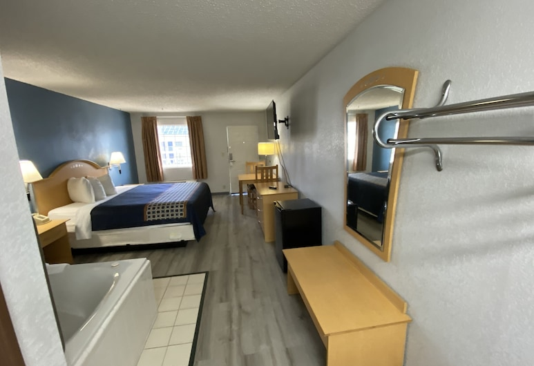 Serenity Inn, Branson, Suite, 1 King Bed, Jetted Tub, Guest Room