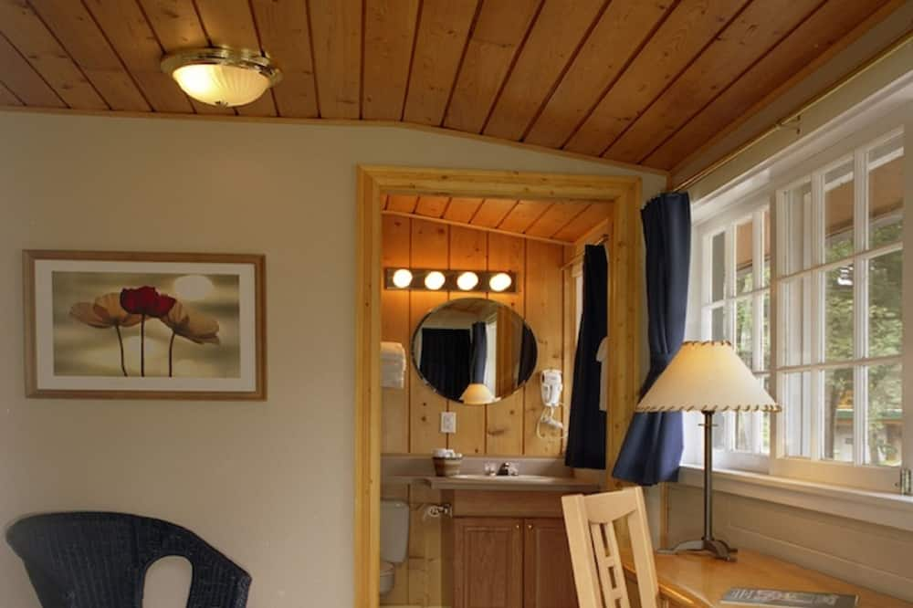Room, 2 Double Beds (Heritage Cabin - Property View) - Living Area