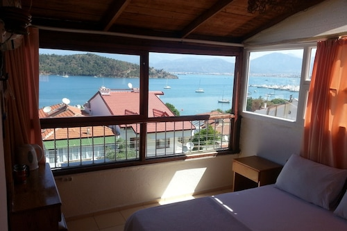 费拉莫妮卡之家旅馆/