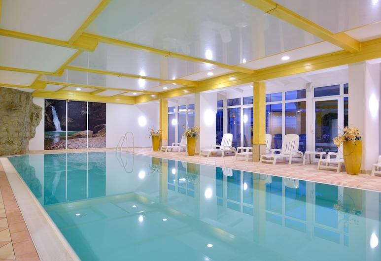 โรงแรม-รีสอร์ทดีกัมส์, ฮินเดอแลง, สระว่ายน้ำในร่ม