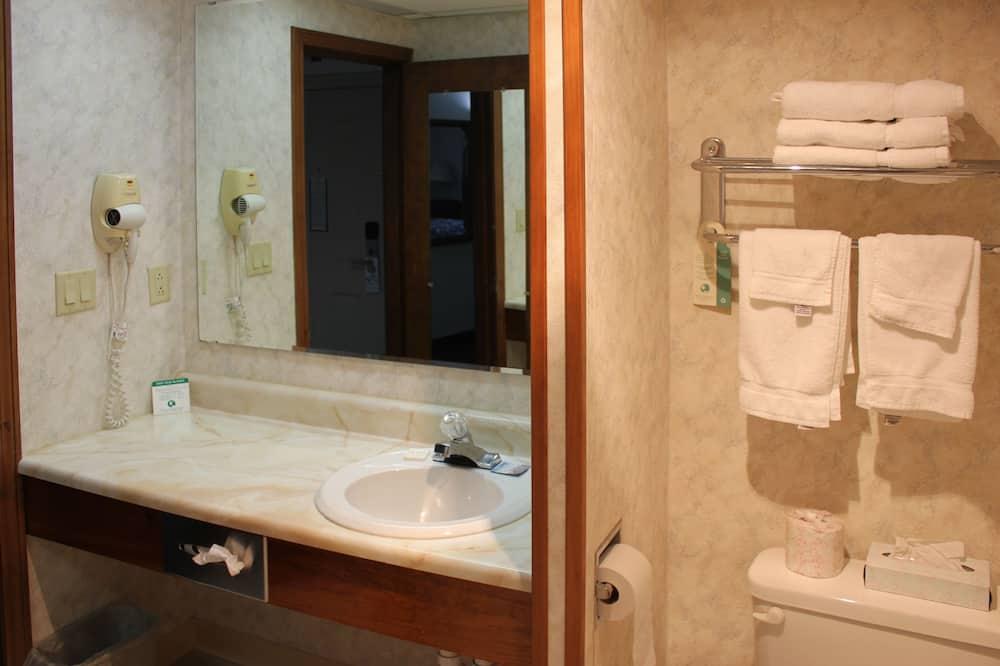 Kamar Standar, 2 Tempat Tidur Double, smoking - Kamar mandi