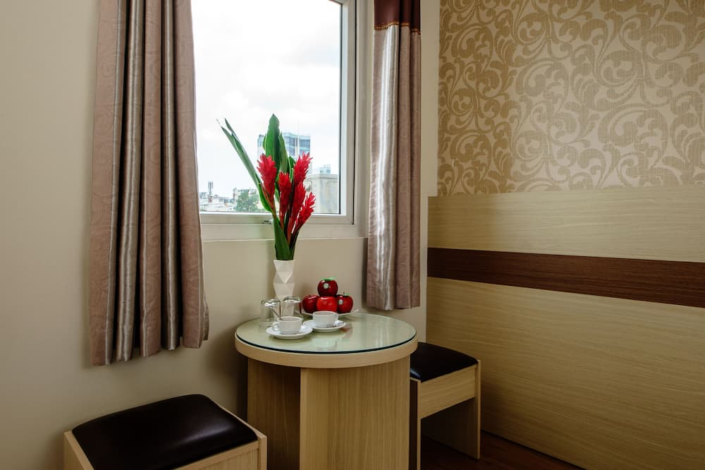 Deluxe Room, Park View - Living Area