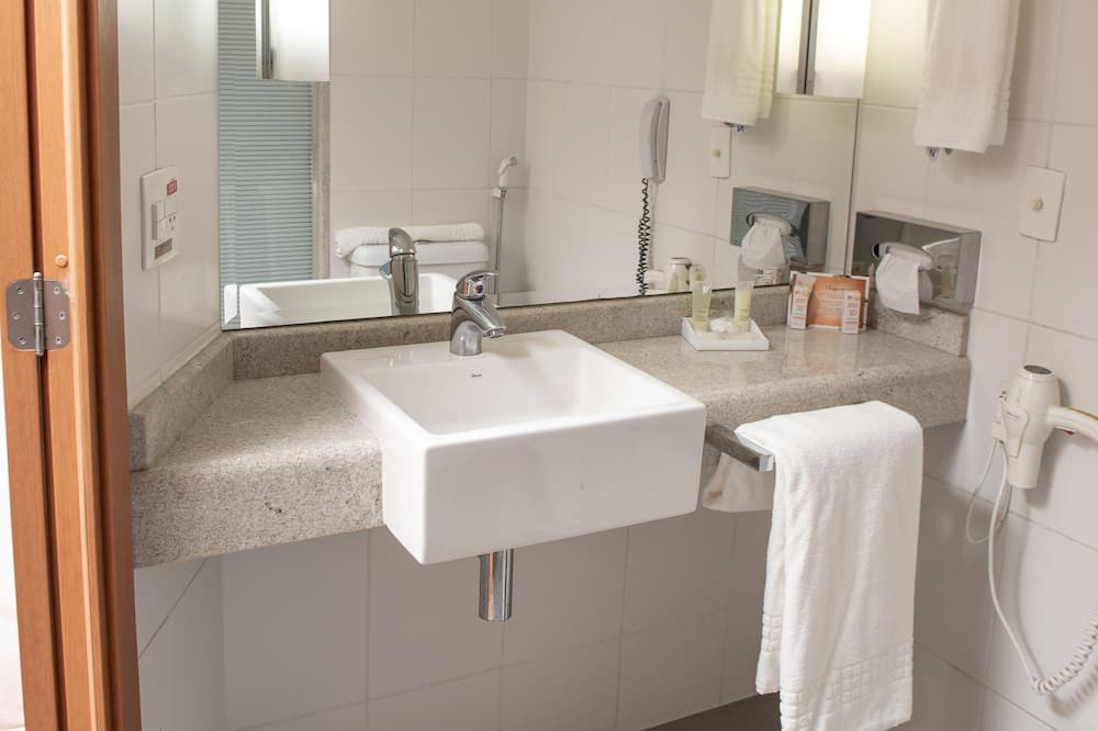 ห้องซูพีเรียดับเบิล, เตียงใหญ่ 1 เตียง - ห้องน้ำ