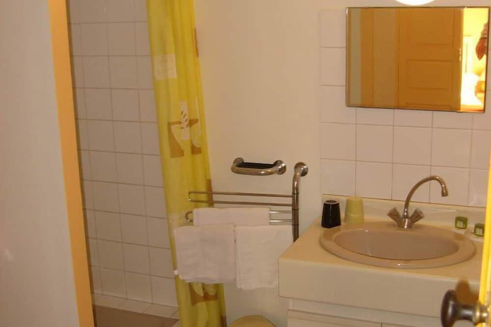 Superior Double Room (Street Area) - Bilik mandi