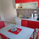 Deluxe Apartment, 2 Bedrooms, Kitchen, Sea View - In-Room Dining