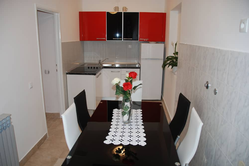 Standard Double Room - Shared kitchen facilities