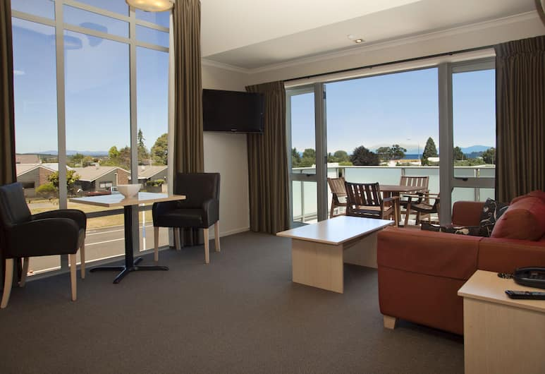 Beechtree Motel, Taupo, Suite, 2 Bedrooms, Jetted Tub, Living Area