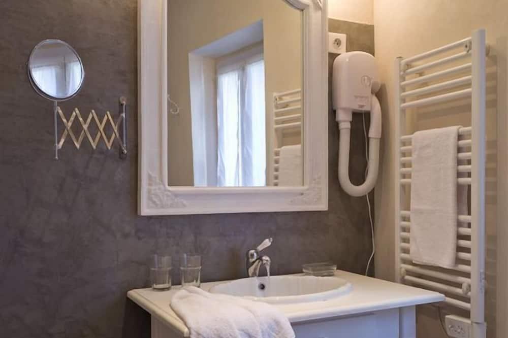 Chambre Double Premium - Lavabo de la salle de bain