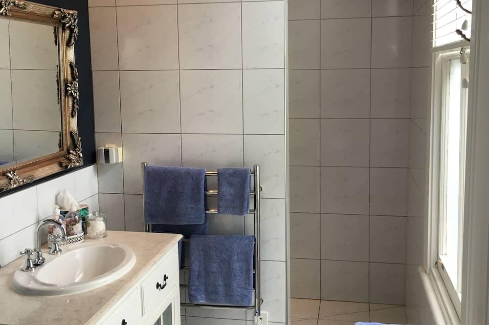 The Blue Room - Bathroom