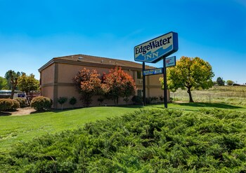 Choose This Cheap Hotel in Reedley