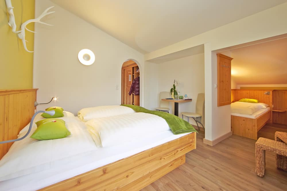 Family Quadruple Room, Balcony, Mountain View (Comfort) - Guest Room