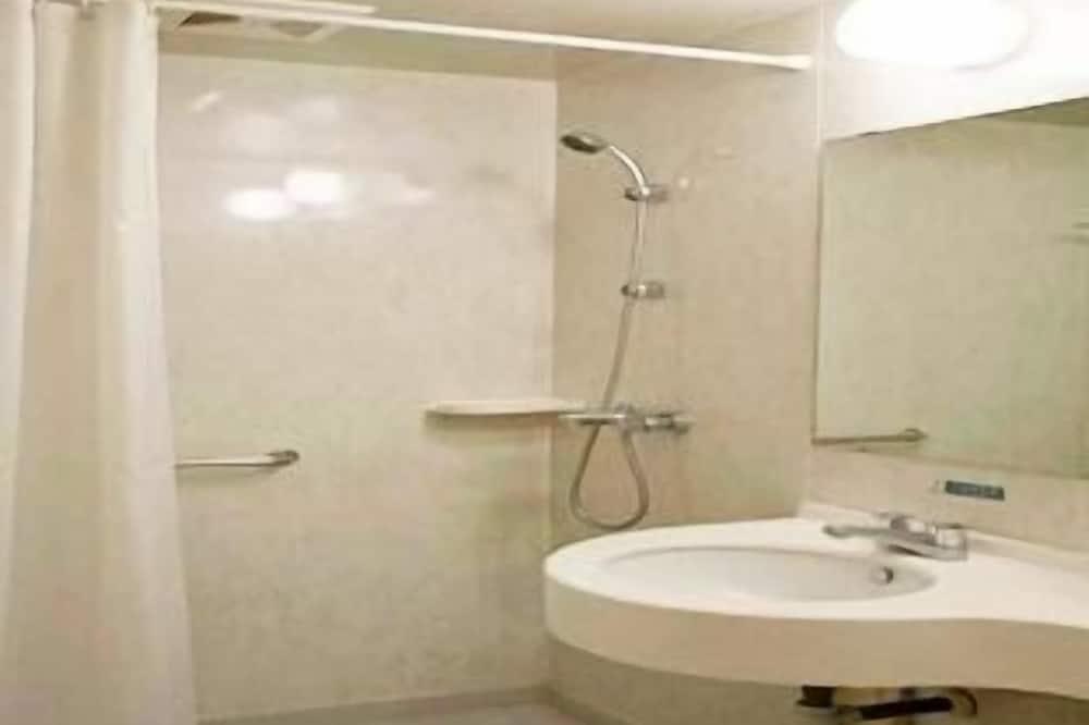 Раковина в ванной комнате