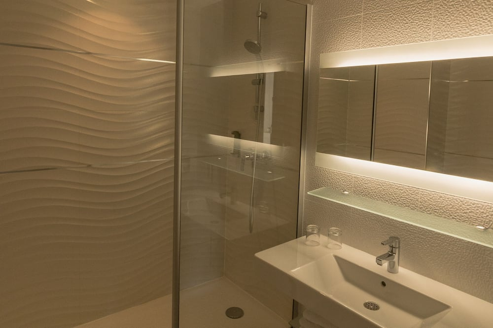 Classic Double Room, Sea View - Bathroom
