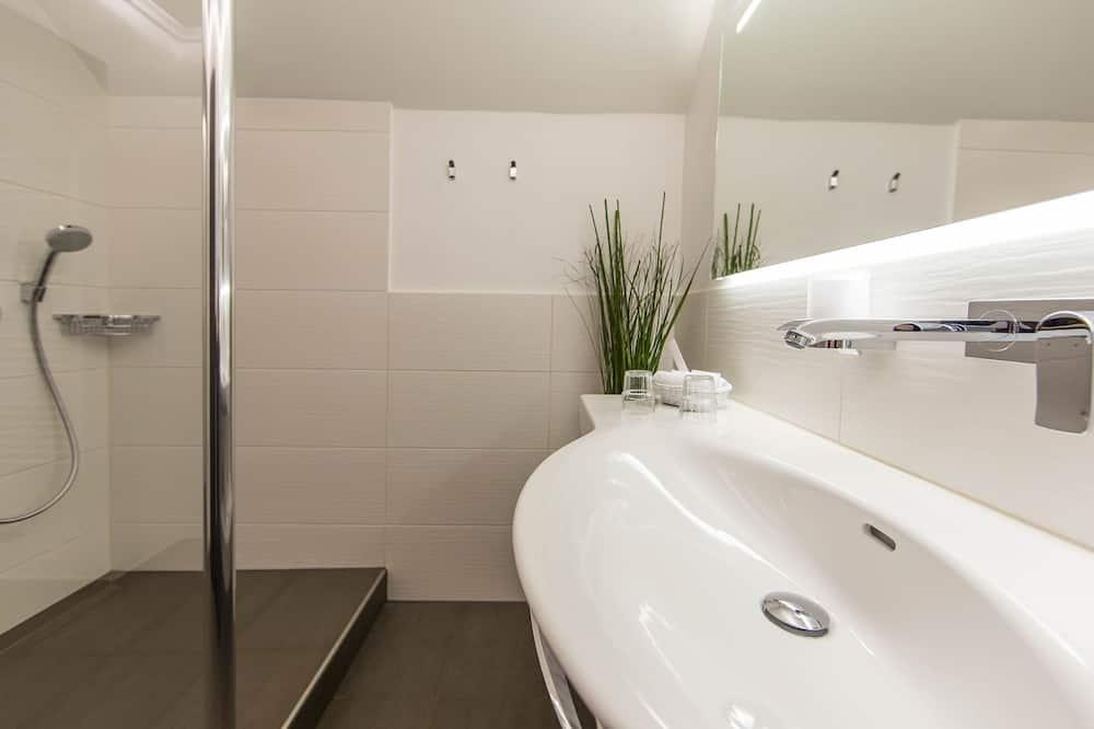 Comfort tweepersoonskamer, 1 tweepersoonsbed, uitzicht op bergen - Badkamer