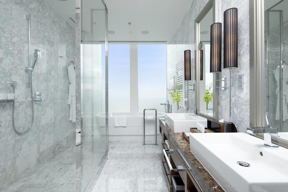 Executive Suite, 1 Double Bed, Non Smoking (Imperial) - Bathroom