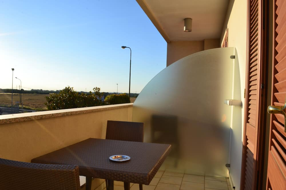 Deluxe Double Room, Private Bathroom - Balcony