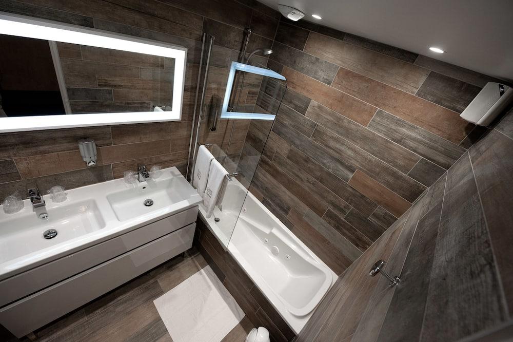 Elegance Suite - Bathroom