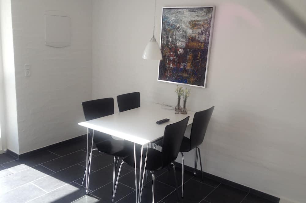 Apartment for 2 people - Máltíð í herberginu