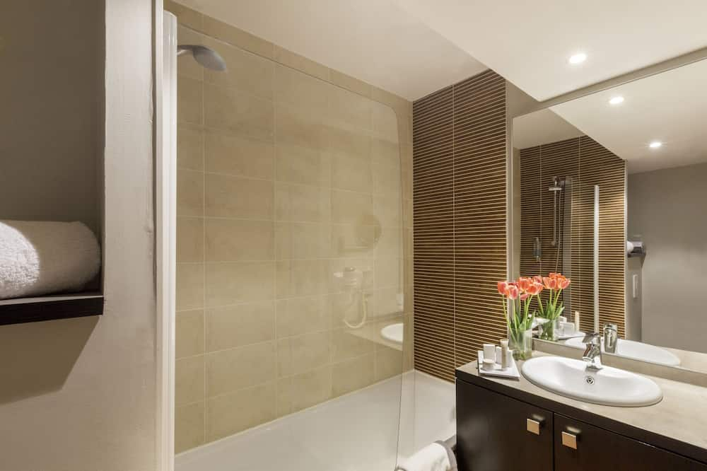 Superior Room, 1 Queen Bed, Non Smoking (Larger Room;with Sofabed) - Bathroom
