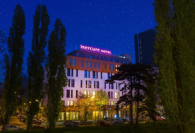 Mercure Bratislava Centrum Hotel, Bratislava, Pohľad na hotel – večer/v noci