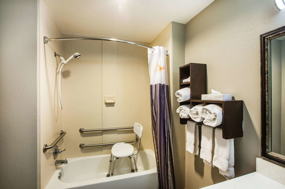 Deluxe Room, 1 King Bed, Accessible, Non Smoking (Mobility/Hearing Impaired Accessible) - Bathroom