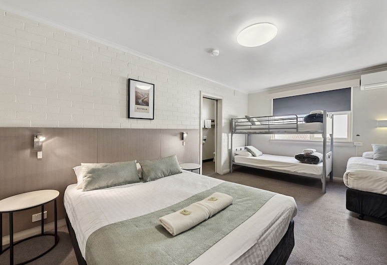 The Cornwall Historic Hotel, Launceston, Family Room, Guest Room View