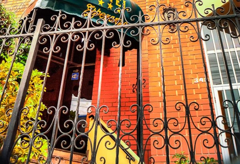 Esperanza, Lima, Viešbučio fasadas