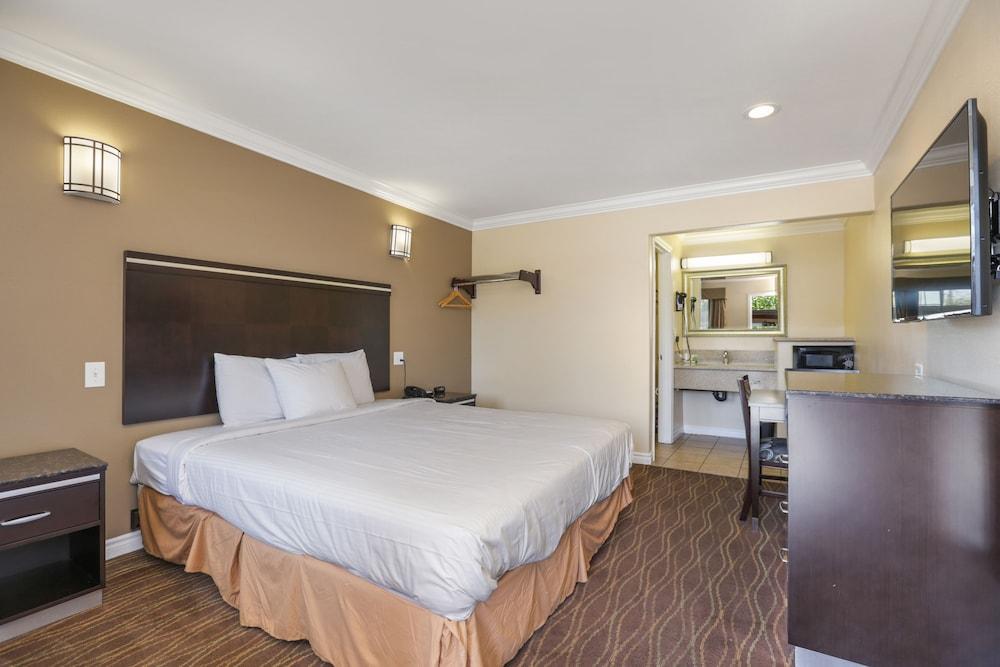 Vagabond Inn La Habra, La Habra, Standard Single Room, 1 King Bed,