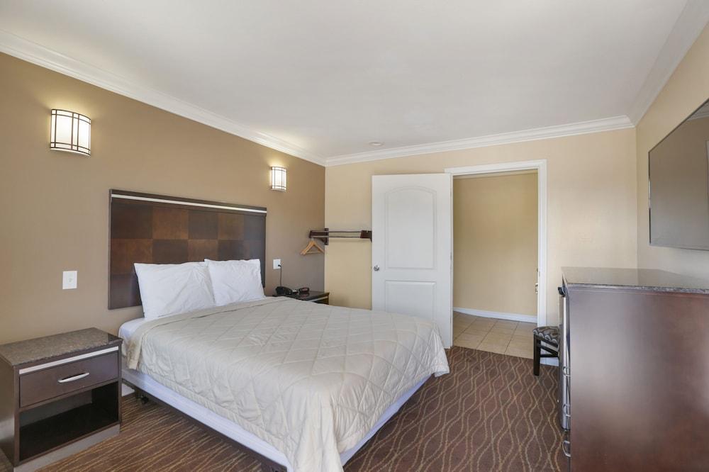 ... Vagabond Inn La Habra, La Habra, Single Room, 1 Queen Bed, Accessible