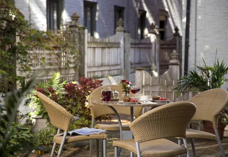 Rachael's Dowry Bed and Breakfast, Baltimore, Courtyard