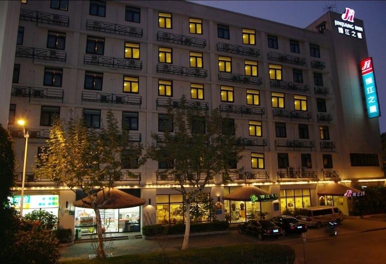 錦江之星上海虹口足球場店, 上海市, 酒店入口 - 夜景