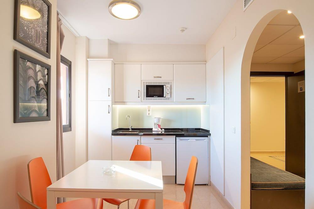 Standard-huoneisto, 2 makuuhuonetta, Terassi (6 people) - Oleskelualue