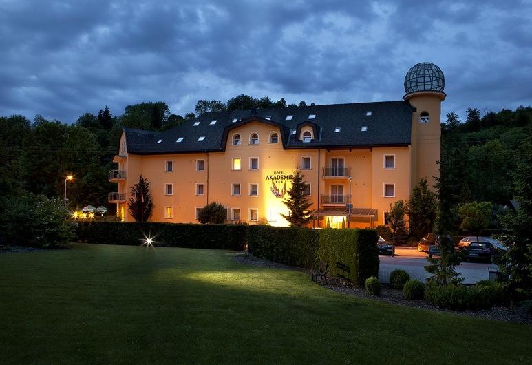 Akademie Hotel, Hlubocky