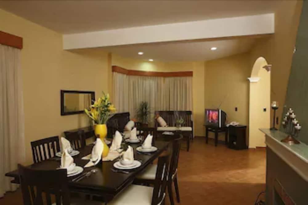 Standardní apartmá, 2 ložnice, bezbariérový přístup, přízemí - Stravování na pokoji
