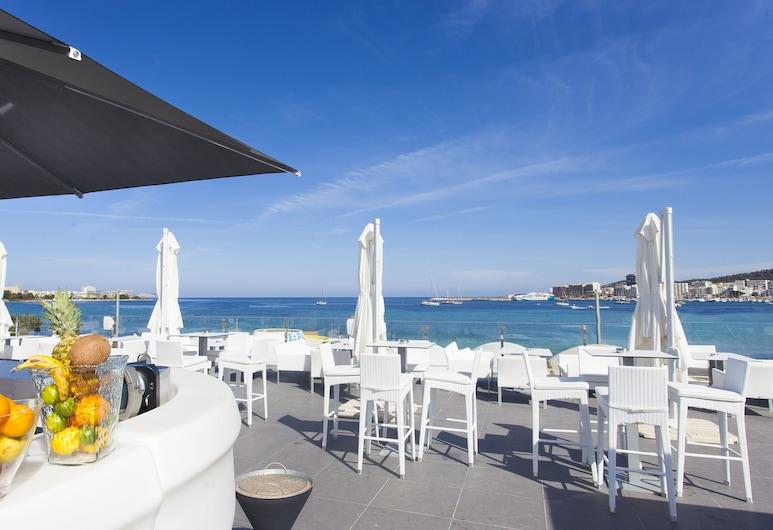 أوتل أبارتمنتوس مارينا بلايا - للبالغين فقط, سان أنطوني دي بورتماني, بار على حمام السباحة