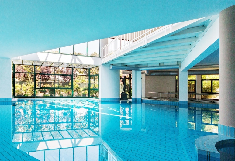 أوليمبيا تيرمي, مونتيجروتو تيرمي, حمام سباحة