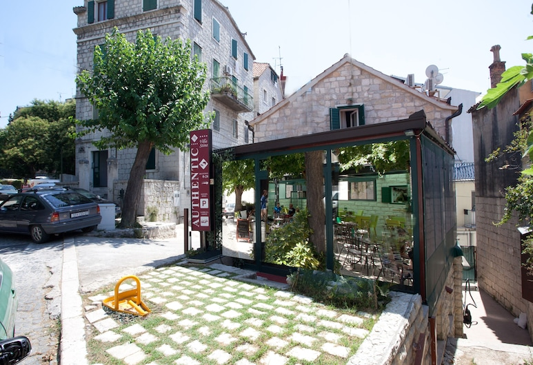 Authentic Luxury Rooms, Split, Otelin Önü