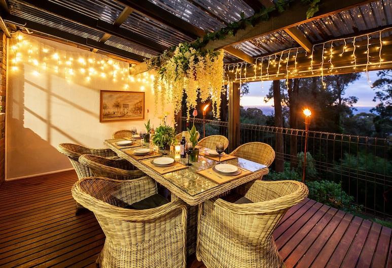 Holly Lodge, קלורמה, ארוחה בחוץ